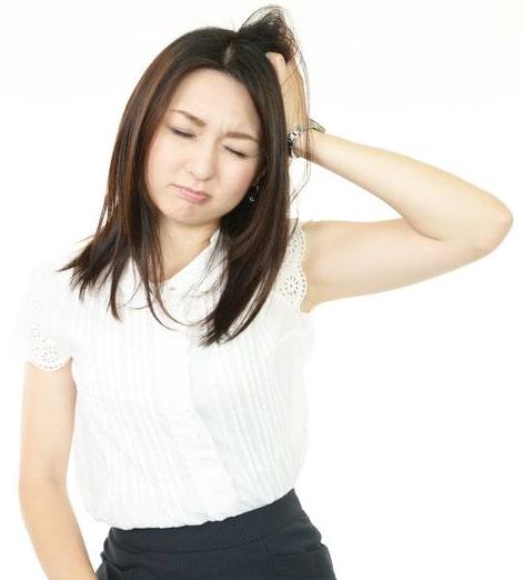 不動産トラブルに悩む女性